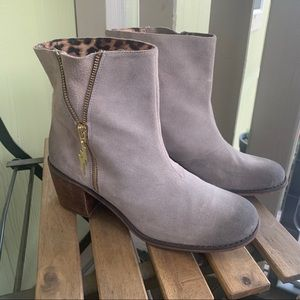 Betsy Johnson Mandda suede ankle bootie size 9